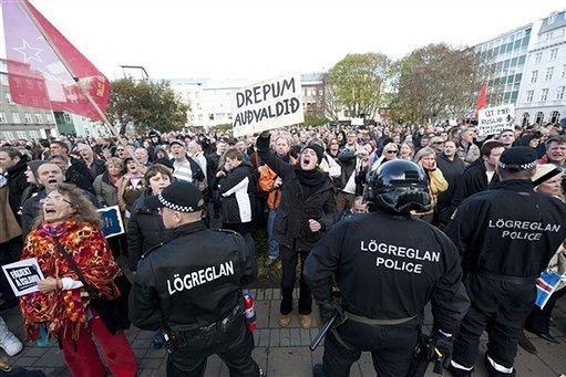 Islandczycy demonstrują przeciwko skutkom kryzysu