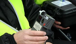 Pijany kierowca autobusu w Bielawie. Staranował radiowóz i wydmuchał ponad 3,5 promila