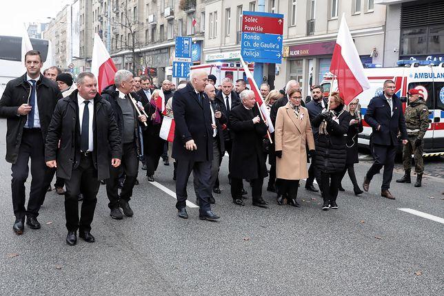 Jarosław Kaczyński i politycy PiS na Marszu Biało-Czerwonym. Narracja historyczna zdominowała polską debatę publiczną. A problemy mamy zupełnie inne