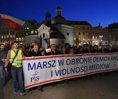 Marsz PiS w obronie demokracji i wolności mediów. Kraków, 2015 rok.