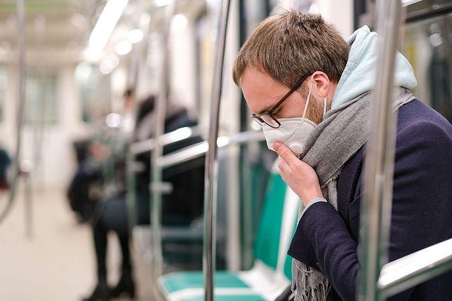 Maseczki ochronne bezpieczne dla okularników? Lekarz odpowiada