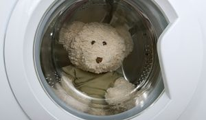 Co oprócz ubrań warto wyprać w pralce?