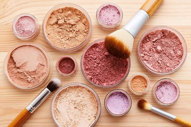 Sypkie kosmetyki mineralne są lekkie i trwałe