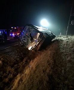 Tragiczny wypadek pod Poddębicami. 1 osoba nie żyje, 2 są ranne