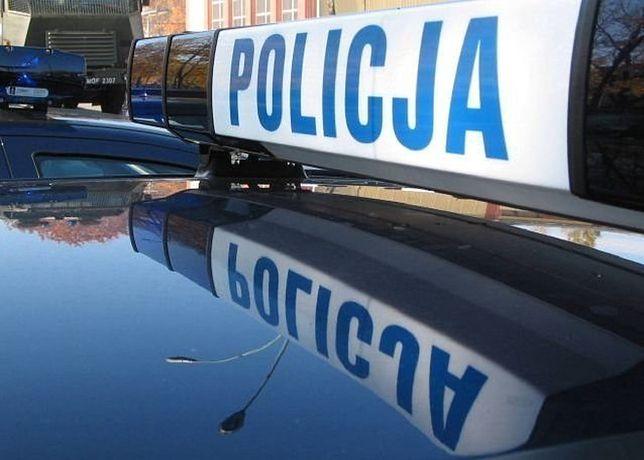 Wrocław. 3-latek bawił się samotnie przy ulicy. Jego ojciec był kompletnie pijany