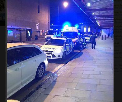 Nożownik ranił w Manchesterze co najmniej trzy osoby