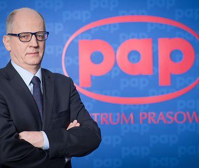 Prezes PAP Artur Dmochowski najpierw został zawieszony, później sam złożył rezygnację