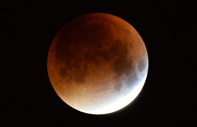 Częściowe zaćmienie Księżyca już dziś. Wieczorem patrz w niebo!
