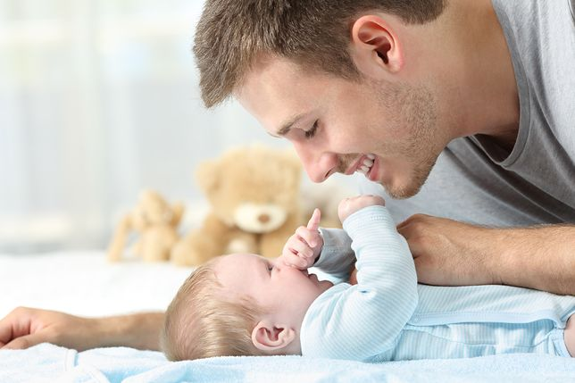 """Kobieta powinna wykorzystać 14 tygodniu urlopu macierzyńskiego. Co przy pierwszym dziecku, pozostawia mężczyźnie 6 tygodni """"tacierzyńskiego"""""""