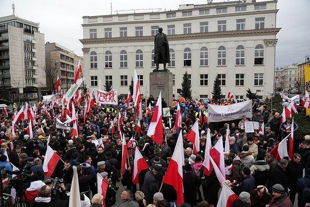 Tysiące demonstrantów na Trakcie Królewskim