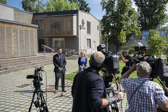 Warszawa. Konferencja prasowa przed ogniskiem Starówka