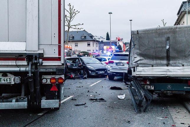 Niemcy. Porwał ciężarówkę, staranował 8 aut. To mógł być zamach