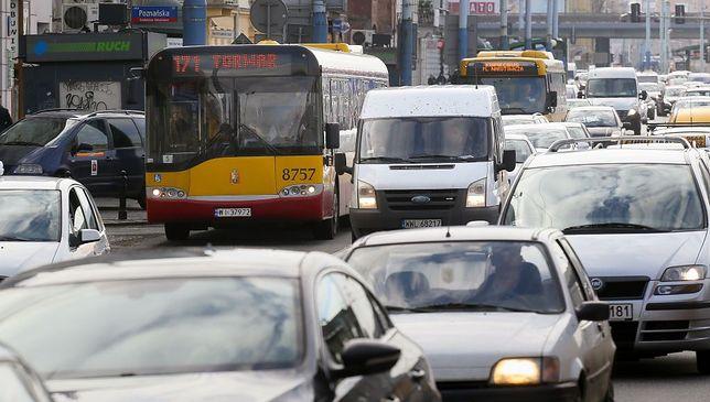 Dwa zderzenia na S8. Olbrzymie utrudnienia dla kierowców