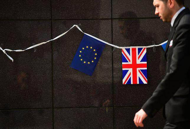 Flagi Unii Europejskiej i Wielkiej Brytanii