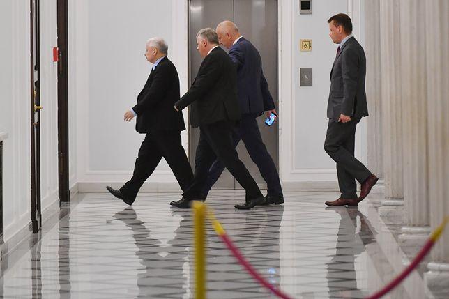 Jarosław Kaczyński (pierwszy z lewej)