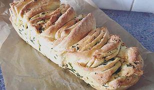 Ziołowy chlebek do grilla. Smakuje obłędnie