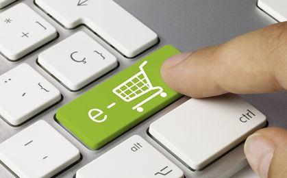 Prawie połowa Polaków robi zakupy przez internet