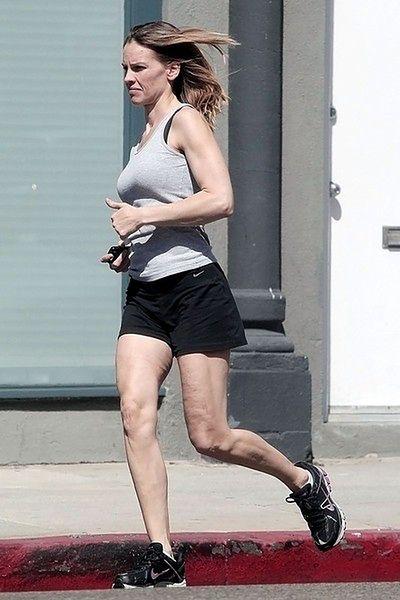 Hilary biegnie. Zakryj oczy!
