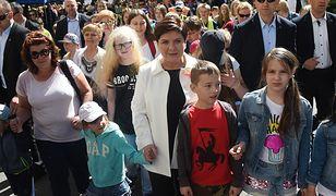Premier Beata Szydło w towarzystwie dzieci