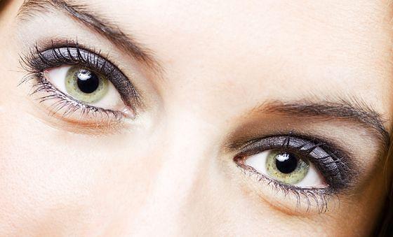 Makijaż zielonych oczu – wybierz kolory, które będą pasować