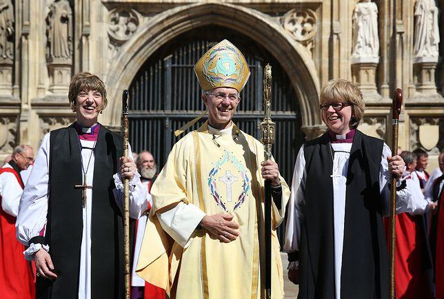 Biuskup Sarah (po prawej) jest obecnie trzecią najważniejszą osobą Kościoła Anglii.