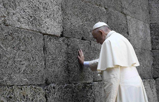 Hiszpańskie media podkreślają milczenie papieża w Auschwitz