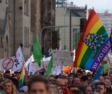 Zmarł Gilbert Baker. Był ikoną ruchów LGBT