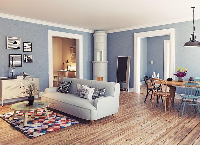 W nowoczesnym salonie najważniejsze miejsce zajmują meble wypoczynkowe, które wcale nie muszą być ustawione przy ścianie