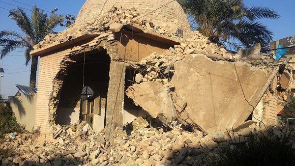 Jedna ze zniszczonych budowli