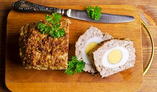 Pieczeń rzymska z jajkiem. Smaczna i łatwa w przygotowaniu