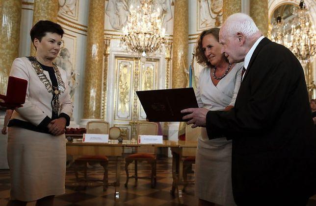 Uroczysta sesja Rady Warszawy. Prof. Adam Strzembosz honorowym obywatelem stolicy