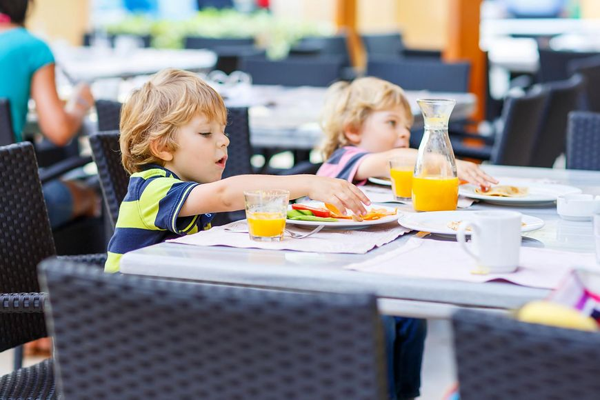 123rf.com Niezdrowe posiłki często podajemy nieświadomie dzieciom