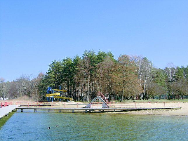 Niedaleko dawnego jeziora Grążyk znajduje się jezioro Głębokie