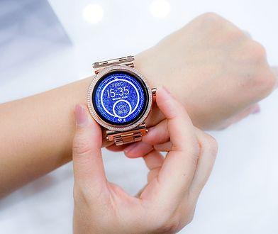 Smartwatch i opaska sportowa. Największe zalety elektronicznych zegarków