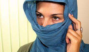 Muzułmanka straciła pracę po pierwszym dniu. Nie chciała zdjąć chusty