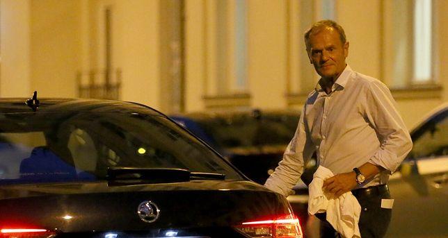 Donald Tusk na nocnym spotkaniu  TOMASZ RADZIK