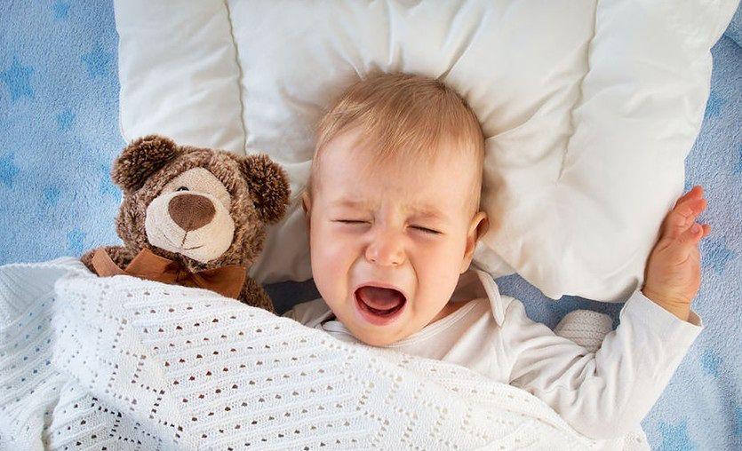 Płacz przy odkładaniu do łóżeczka