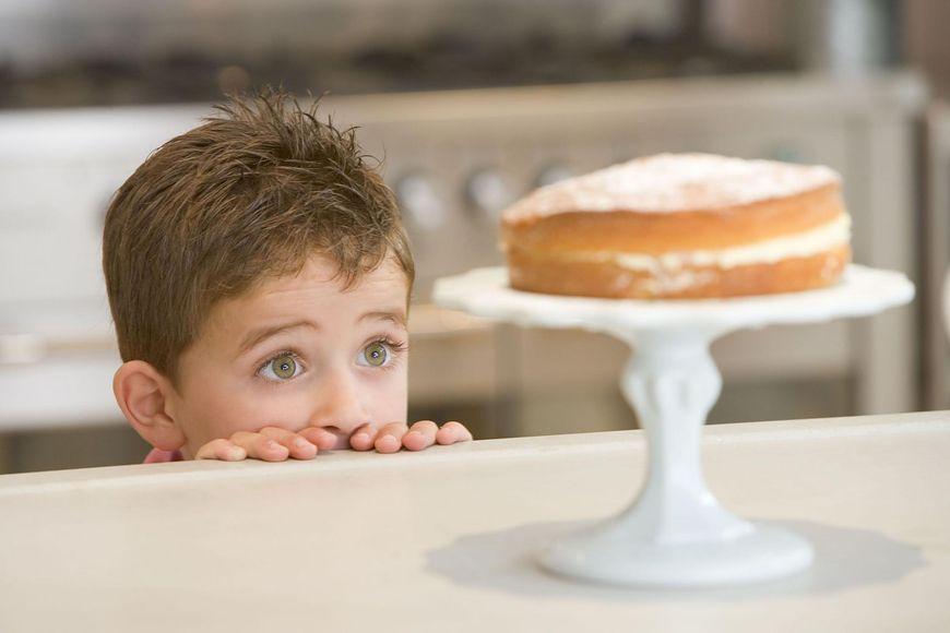 Jeśli twoje dziecko nauczy się ulegania pokusom, będzie w mniejszym stopniu narażone na uzależnienia w dorosłym życiu