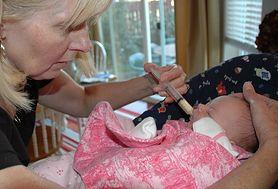 Witamina K jest niezwykle istotna dla niemowląt. Dowiedz się, dlaczego