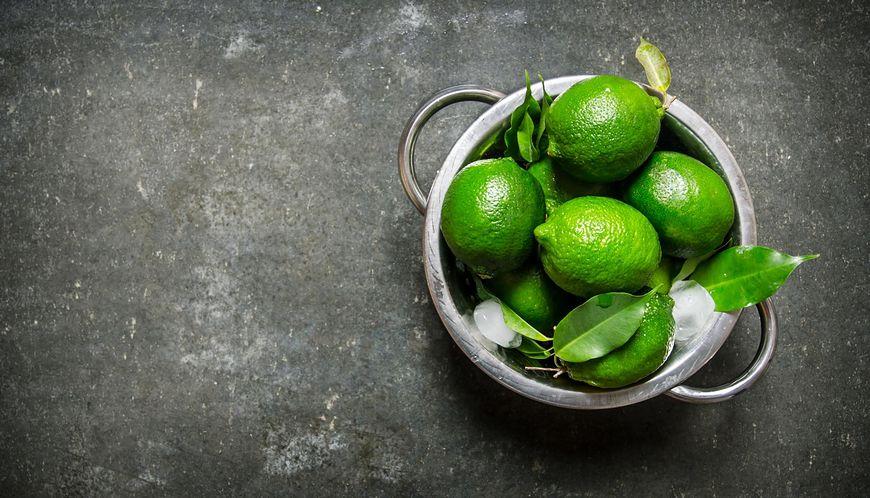 Limonka wykazuje działanie alkalizujące