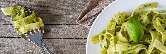 Zielona pasta ze szpinakiem - pomysł na zdrową alternatywę na obiad dla całej rodziny