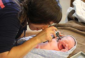 Dowiedz się,w jaki sposób radzić sobie z zapaleniem ucha u noworodków