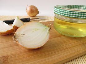 W jaki sposób przygotować syrop z cebuli na dziecięce dolegliwości?