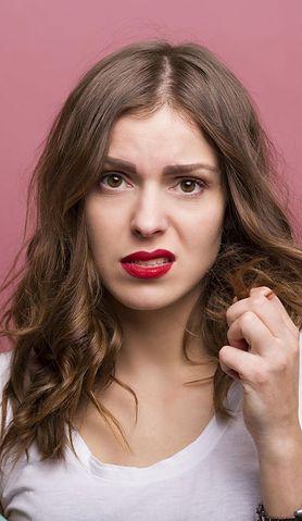 Najczęstsze błędy popełniane podczas koloryzacji włosów w domu