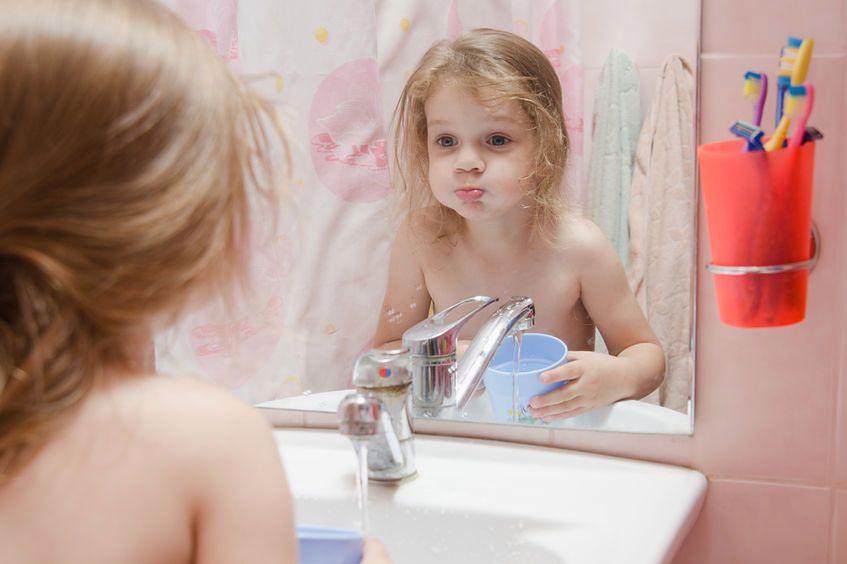 Zbyt mocne mycie zębów