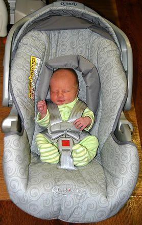 Pierwsza podróż noworodka? Najpierw zaopatrz się w odpowiedni fotelik