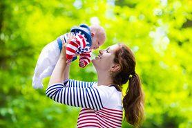 Bezpieczny spacer z noworodkiem. Dowiedz się, jak się do niego przygotować