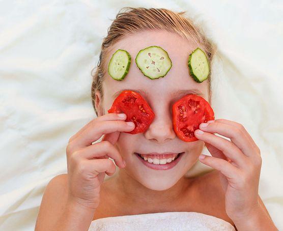 Zrób to sama - 5 urodowych trików z pomidorem w roli głównej