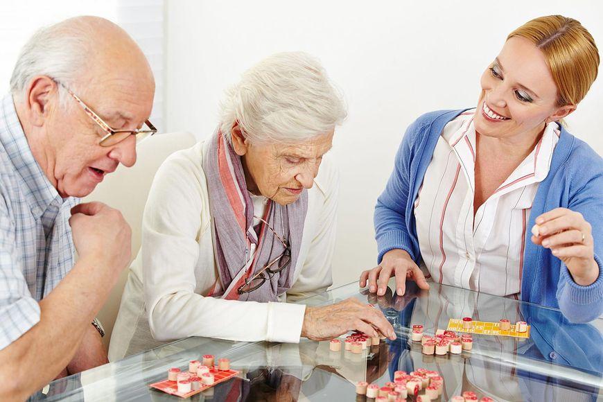 Chorzy na Alzheimera muszą na nowo uczyć się wielu umiejętności