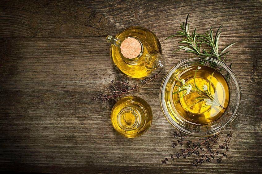 Oliwa z oliwek to źródło dobrych tłuszczów
